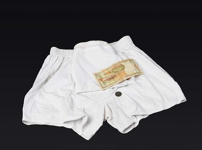 Underpants with zip pocket